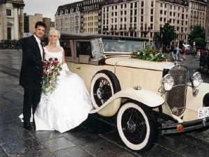 Hochzeitsfahrt im Oldtimer